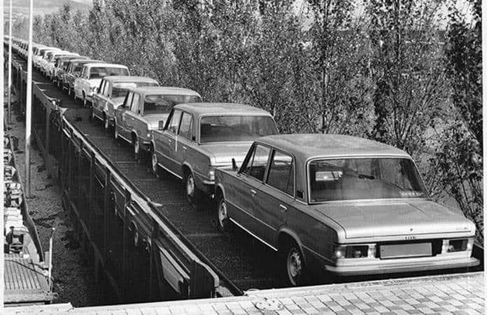 Autos para exportación en 1965.