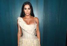 Kim Kardashian y Hailey Bieber desfilan contra la pandemia