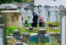 Nueva York baja de 100 muertes diarias por COVID-19 por primera vez desde pico