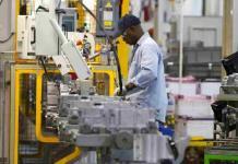 Industria automotriz regresa lentamente a sus labores en EEUU