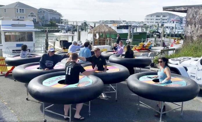 Restaurante usa mesas chocadoras para atraer clientes