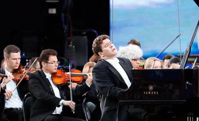El pianista ruso Denis Matsuev no cree en el futuro online y espera ver pronto a su público