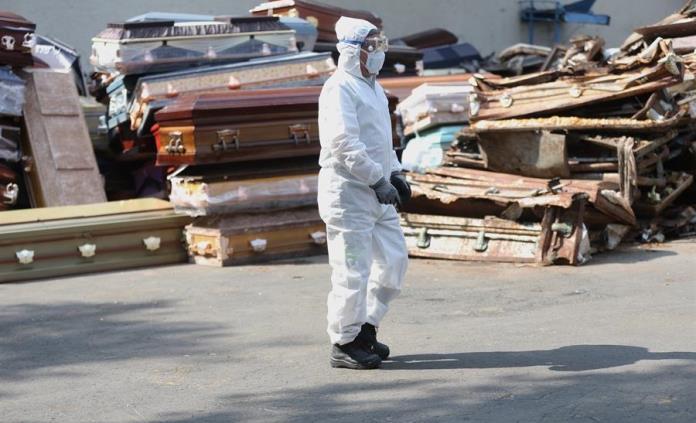 ¿Por qué genera polémica la cifra de muertos por COVID-19 en México?