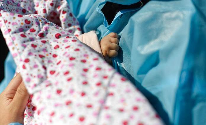Virólogos alemanes detectan por primera vez COVID-19 en leche materna
