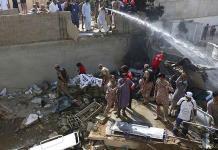 Autoridades ajustan cifras del accidente de avión de Pakistán: 97 muertos y solo dos supervivientes