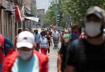 Capitalinos olvidan brote y llenan calles
