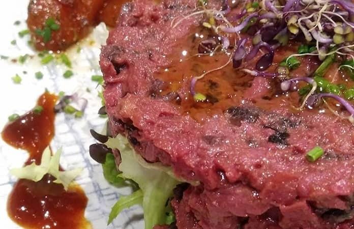 Tártara de carne de soya Heura y  shitake.