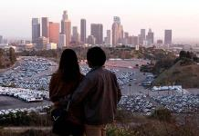 Los Ángeles cierra tramos de calles para alentar recreación en vecindarios