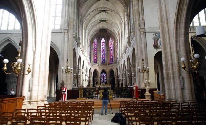 Francia reanuda los servicios religiosos tras recurso legal