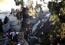 Vi mucho humo y fuego, escuché a gente gritar, a niños llorando, relata sobreviviente de accidente aéreo en Pakistán