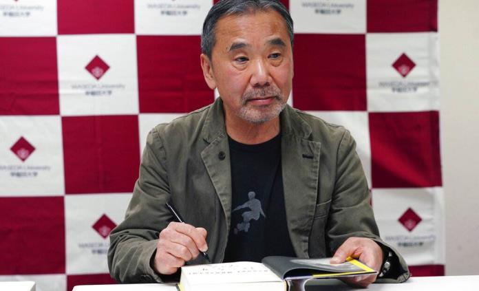 Murakami, DJ de un programa de radio desde su casa