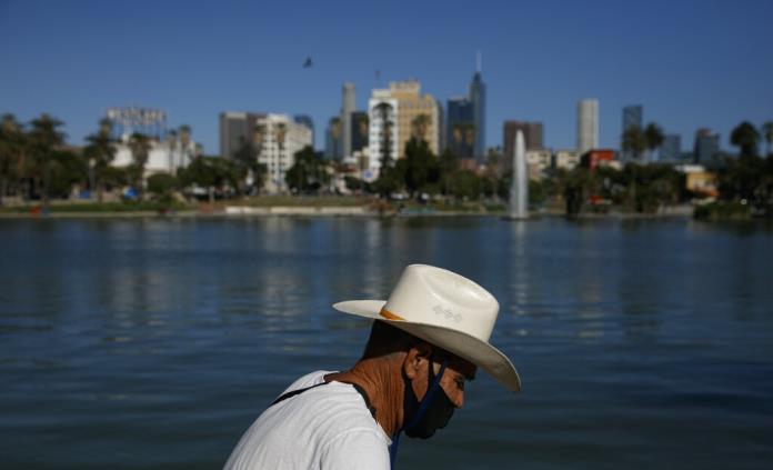 Densidad y pobreza mantienen a Los Ángeles batallando contra el virus