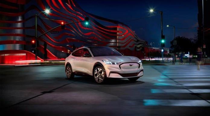 Mustang eléctrico Mach-E hecho en México es ensamblado en su totalidad únicamente por mujeres'>