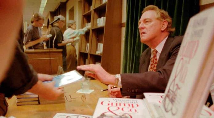Fallece Winston Groom, autor de la novela Forrest Gump'>