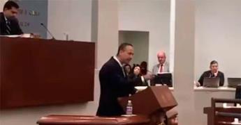 Arremete diputado contra Carreras; pide cambios desde la Secretaría General