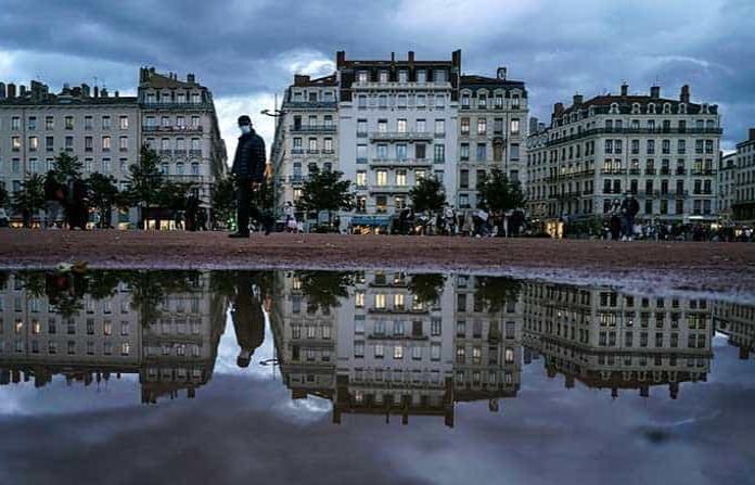 Francia vuelve a confinarse