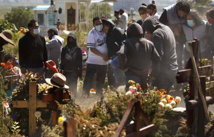 Coronavirus atenúa celebración de Día de Muertos en México