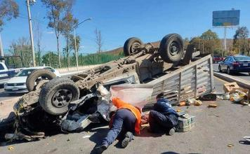 Vuelca camioneta; en el Rocha Cordero saldo, 2 lesionados