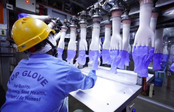 Virus causa demora en empresa fabricante mundial de guantes; casi dos mil 500 trabajadores se contagiaron
