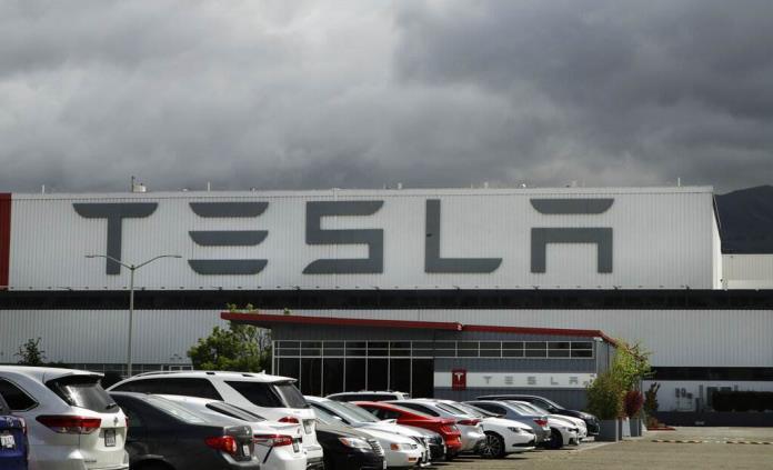 Tesla suspende temporalmente su producción por problemas de suministro