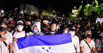 Más de 6,000 hondureños ingresaron a Guatemala con la caravana migrante