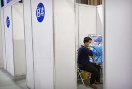 China termina hospital en medio de repunte de COVID-19