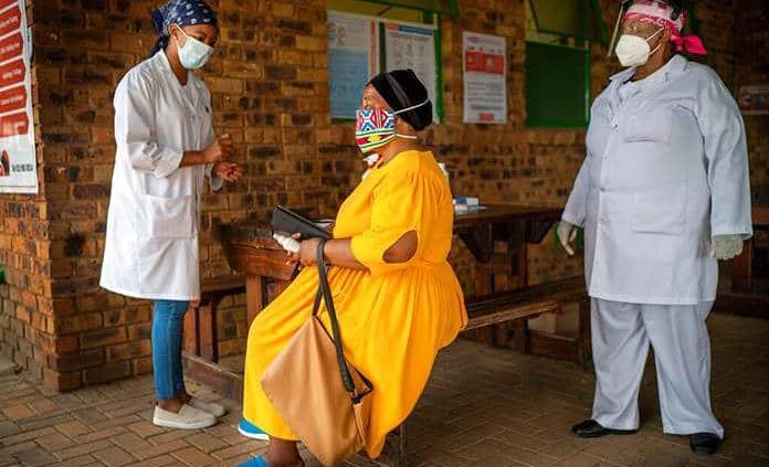 La OMS concluye que la cepa sudafricana de covid-19 no es más mortal que otras
