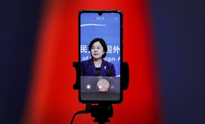 China defiende uso de Twitter y Facebook en campaña contra COVID-19