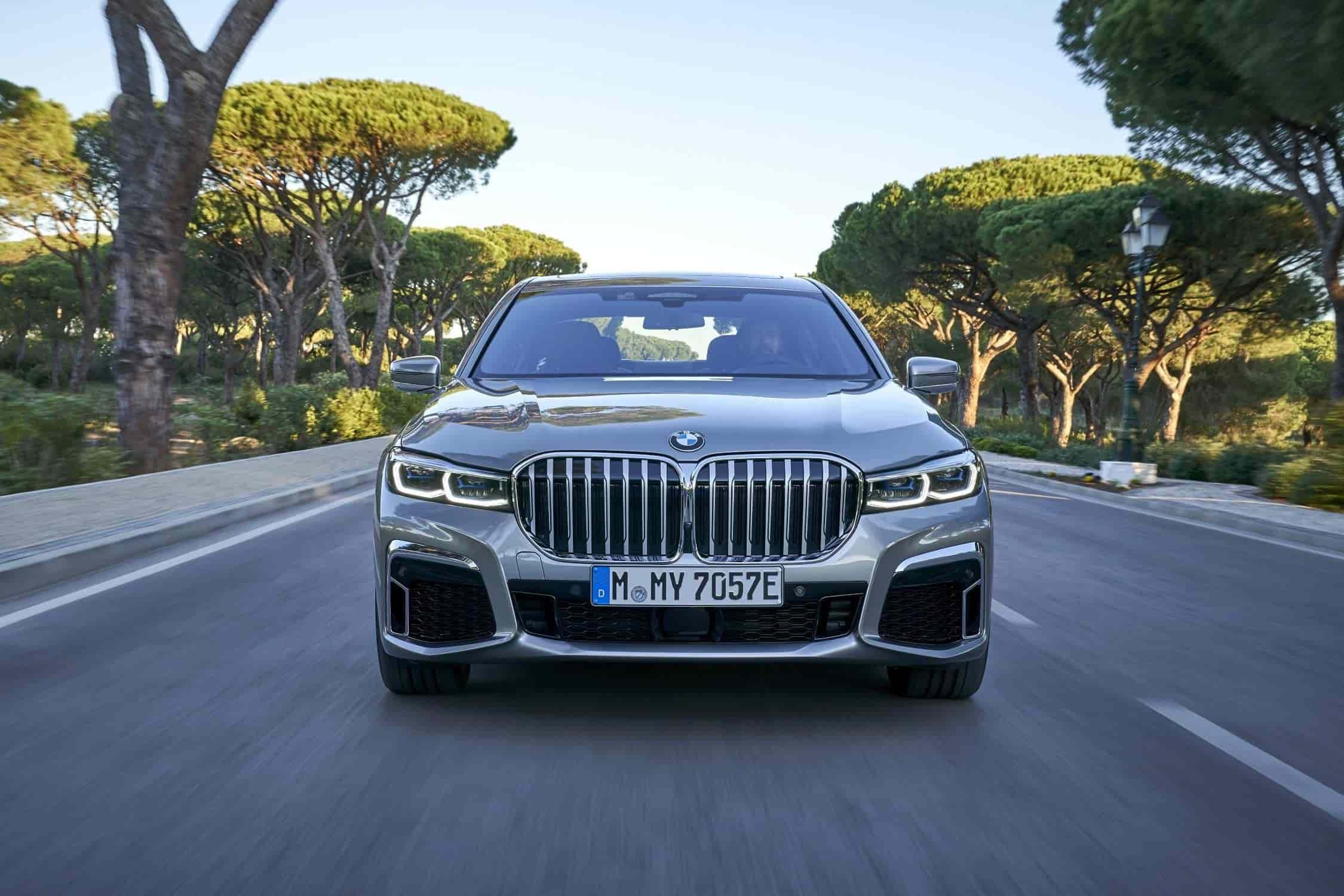 BMW 745Le xDrive e color gris Donington Grey .