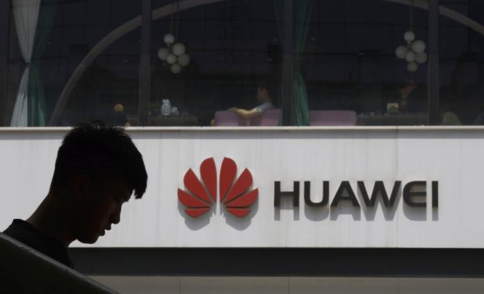 Huawei presenta celular plegable, pese a sanciones de EEUU
