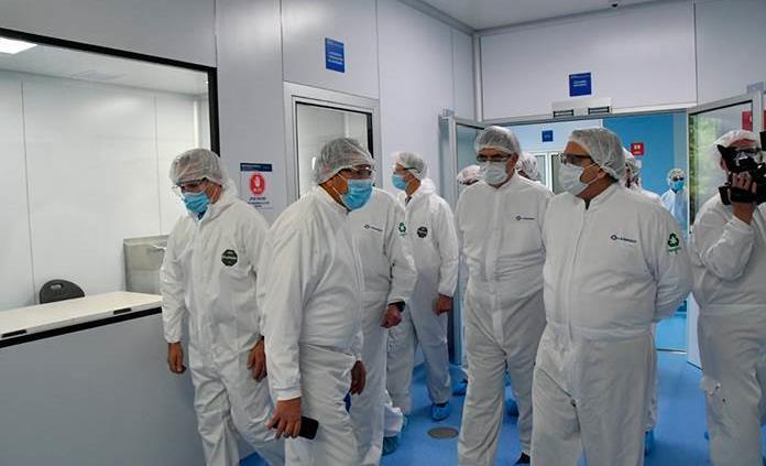 Alberto Fernández visita laboratorios donde envasaran vacuna Covid