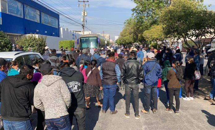 Avenida Zenón Fernández, cerrada por toma de sede panista