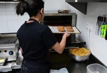 Las restricciones de la covid impulsan las cocinas fantasmas en Madrid