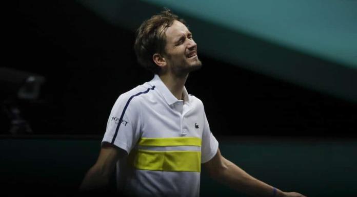 Medvedev y Zverev, eliminados en primera ronda en Rotterdam'>