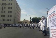 Médicos del Hospital Central bloquean glorieta Bocanegra; exigen insumos para atender a pacientes (FOTOS)