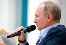 Putin dice que internet puede destruir la sociedad si no se rige por la moral