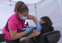 California destinará 40% de sus vacunas a áreas hispanas