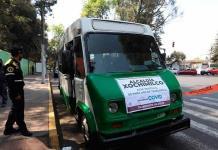 Un microbús con destino a la inmunización