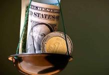 Peso cede terreno frente al dólar