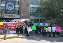 Protestan en defensa de maestra de kínder