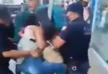 Policías de Pochutla agreden a pareja que no usaba cubrebocas (VIDEO)