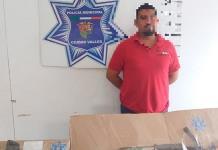 Capturan a un hombre que traía un vehículo con aditamentos policiales y armas de fuego