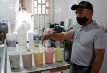 Elaboran deliciosos helados naturales