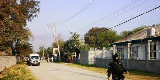 Hombres armados entran a una casa y ejecutan a un joven en Valles