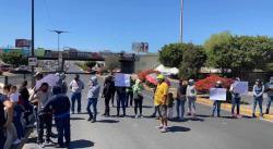 Tianguistas cierran todos los carriles de la avenida Salvador Nava