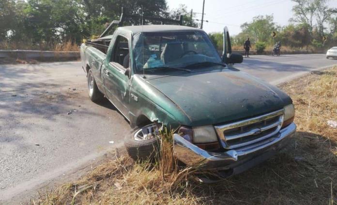 Accidente en la carretera Valles-Tampico deja como saldo únicamente daños materiales