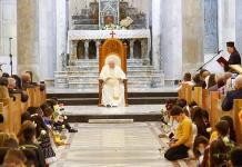 El Papa pide a los cristianos de Irak que reconstruyan