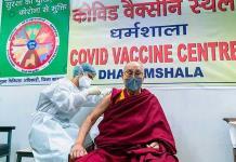 El Dalai Lama recibe vacuna Covishield