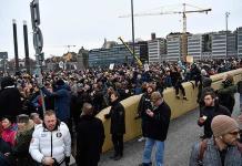 Protestan en Suecia ante restricciones