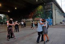 Las casas de tango y milongas cumplen un año cerradas en Argentina